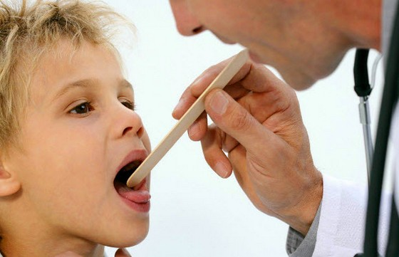 симптомы и диагностирование аллергического фарингита у детей не отличается от взрослых