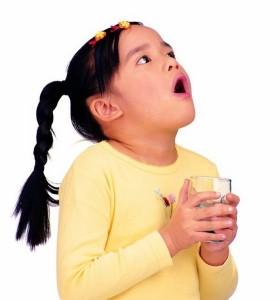 Полоскание горла у детей