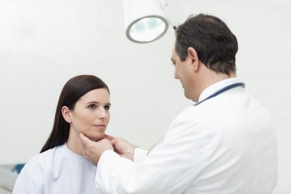 Лечить ларингит может только врач-лор