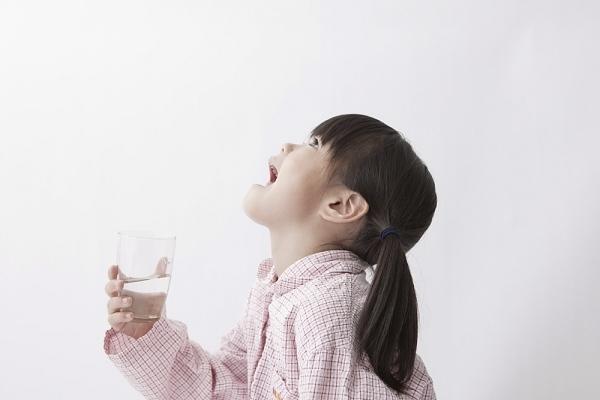 Полоскание горла при ларингите у детей