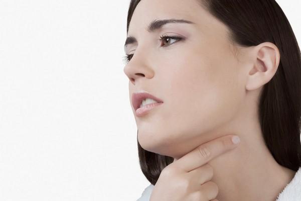 Боль в горле - симптом хронического декомпенсированного тонзиллита