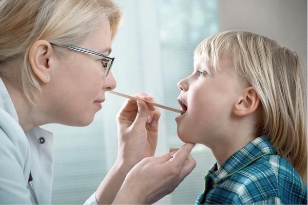 Диагностирование тонзиллита у детей
