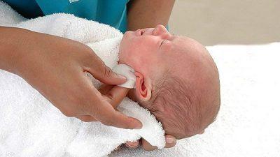Отит у грудничка: симптомы, лечение и меры профилактики