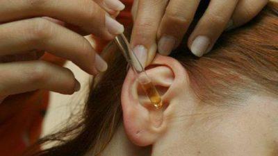 Как подобрать ушные капли у взрослых при отите